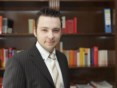 Abmahnung  Rechtsanwalt Thomas Barczewski für die Systemhaus-Schoenen UG, gesetzlich vertreten durch den Geschäftsführer Alexander Schönen vom 18.10.2013 wegen Privatverkauf auf eBay; Forderung: 612, 80 €