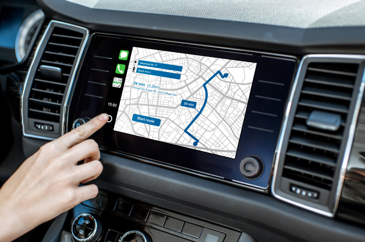 Bedienung eines Navigationssystems © rh2010 / Adobe Stock