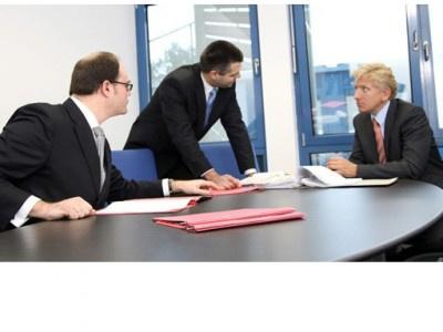 Aktionäre der IKB Deutsche Industriebank AG (IKB) müssen sich bis Ende 2014 entscheiden - wollen sie klagen oder nicht?