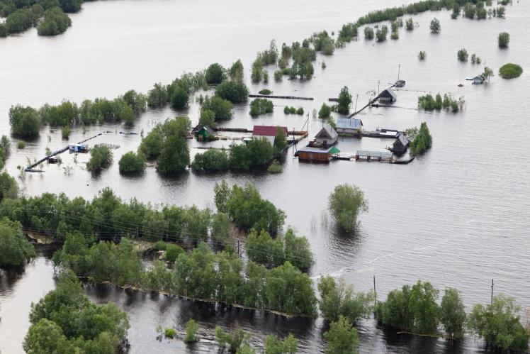 Opfer u. Helfer der Flutkatastrophe: Lohn bzw. Gehalt vom Arbeitgeber?