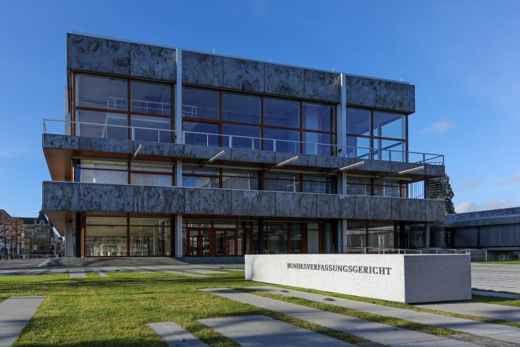 Das Bundesverfassungsgericht in Karlsruhe besitzt in der Bevölkerung einen tadellosen Ruf.