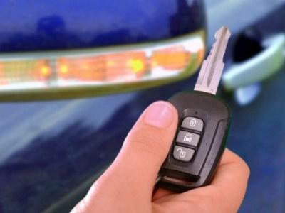 Fahrzeugpapiere und Schlüssel im Auto versteckt: Versicherung muss bei Diebstahl trotzdem zahlen