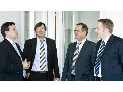 DEGI International Folgen der Abwicklung des AXA Immoselect, Haftung Allianz, Commerzbank