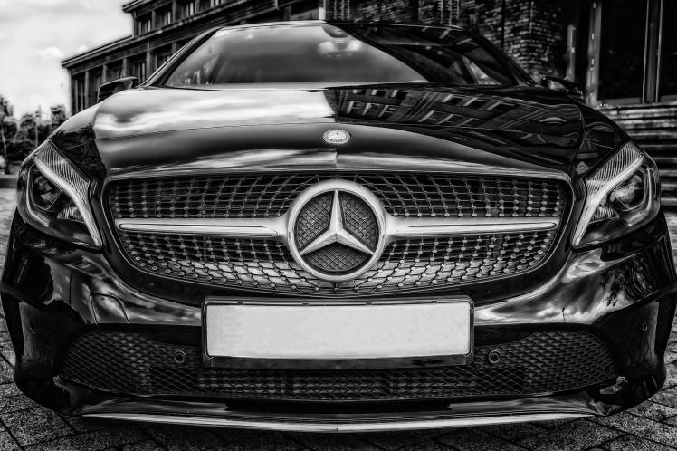 Ist das Thermofenster bei den Fahrzeugen der Aimler AG  illegal? Der EuGH könnte darüber eine Entscheidung fällen.