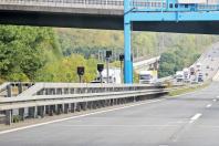 Betroffener Blitzer des Typs Traffi Star S350 auf einer Autobahn