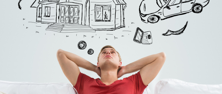 Junge auf Sofa mit Denkblaße