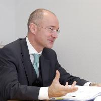 Dr. Peter J. Knösels